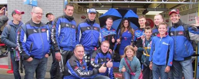 Mooi met de clubjassen tijdens de superbike races